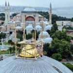 Sultanahmet Camii'nde en belirgin değişiklik! Vinçlerle yerleştiriliyor