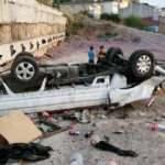 Maltepe'de 10 metre yükseklikteki çukura düşen pikaptan sürücü atlayarak kurtuldu