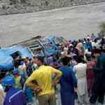 Pakistan'da 13 kişinin öldüğü otobüs kazasında terör saldırısı şüphesi