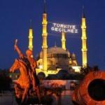 Selimiye Camisi'ne 'Türkiye Geçilmez' yazılı mahya asıldı