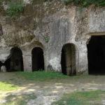 Asırlık kaya manastırı turistleri bekliyor
