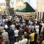 Binlerce Filistinli bayram namazını Harem-i İbrahim Camisi'nde kıldı