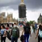 Günlük vaka sayısı 50 bini geçen İngiltere'de tüm yasaklar kaldırıldı