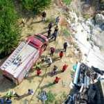 Mersin'de kamyonet köprüden uçtu: Baba ile kızı öldü, anne hastanede