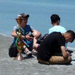 İstenmeyen görüntüler: Salda Gölü kıyısında nargile içtiler