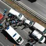 Maltepe E-5'te 5 araç birbirine girdi: 1'i ağır 4 yaralı