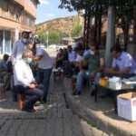 Sağlık ekiplerinin yoğun mesaisi: Kapı kapı, kahve kahve gezerek aşılama yaptılar