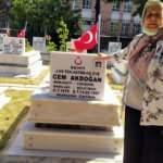 Eskişehir'de bir anne şehit oğlunun mezarına 24 yıldır toz kondurmuyor