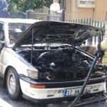 İstanbul'da seyir halindeki araç alev aldı, tamamen yandı