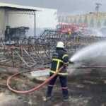 Plastik boru fabrikasındaki yangın büyümeden söndürüldü