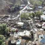 Ağrı'nın Taşlıçay ilçesine bağlı Gözucu köyünde yaşanan selde ev ve ahırlar zarar gördü