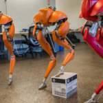 Dünyanın ilk iki ayaklı koşucu robotu: Cassie