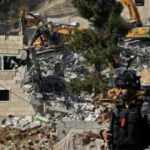 Terör devleti İsrail Batı Şeria'da Filistinlilere ait çok sayıda binayı yıktı