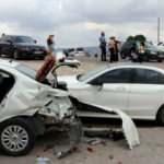 Kontrolden çıkan otomobil park halindeki araçlara çarptı!