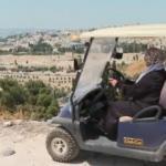Filistinli Nefise,   Mescid-i Aksa özlemini oraya yolcu taşıyarak gideriyor