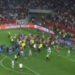 Nice-Marsilya maçında taraftarlar sahaya indi!