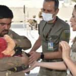 Türk askeri Kabil'deki Hadiya bebeğe şefkat elini uzattı