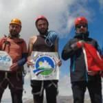 16 saatte tırmandıkları zirveye Türk bayrağı açtılar
