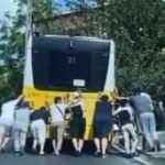 Bir İstanbul klasiği: Bozulan İETT otobüsleri yolda bıraktı