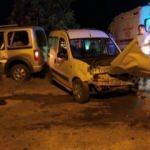 Burdur'da iki hafif ticari araç çarpıştı: 9 yaralı
