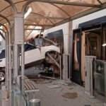Eskişehir'de tuhaf kaza: Durağa giren otomobil tramvaya çarptı