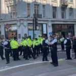 Londra'da çevreci grup şehrin işlek cadde ve meydanlarını trafiğe kapattı