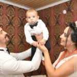 Nikahlarına çift, düğünlerine 3 kişi geldiler