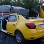 Taksi kağıt gibi parçalandı! Kazakistanlı kadın öldü, 2 kişi yaralandı