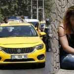 Taksim'de kadın turist taksiciyle kavga ederek sinir krizi geçirdi, taksiyi yumrukladı!