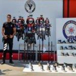 Adana'da 'şok uygulaması': Çalıntı otomobil ve motosikletler bulundu