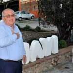 CHP'li başkanın heykel açılışına kimse gelmeyince töreni erteledi