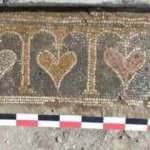 Kalp desenli mozaik müzede sergilenecek