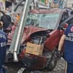 Son Dakika: Kasımpaşa'da hafif ticari araç otobüs durağına daldı! 1 ölü, 7 yaralı