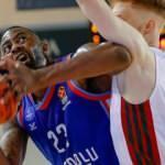 Anadolu Efes'ten Lokomotiv Kuban'a 30 sayı fark