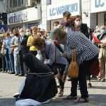 CHP'li Belediyeden skandal tören! Türk kadınını zincire vurdular