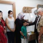 Jandarma Komutanı Org. Çetin'e  Kur'an hediye edildi