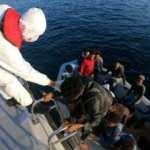 Lastik botla sürüklendiler: İmdatlarına Sahil Güvenlik yetişti!