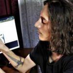 Türk genç iPhone ekranlarını yakan açık keşfetti