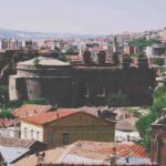 Yüzlerce yıllık caminin bulunduğu Bergama Meydanı