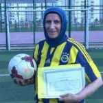 Azize, antrenörlük hayali için 53 yaşında lise diploması aldı