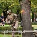 Letonya'da sokak ortasında askeri tatbikat vatandaşları şoke etti