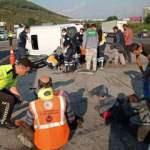 Otoyolda hatalı dönüş yapan minibüse otomobil çarptı: 8 yaralı