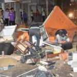 """İzmir'de """"kiracı"""" cinneti: Ev sahibi evden çık deyince, tüm eşyaları sokağa attı"""