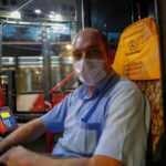 İzmir'de pusetten düşen çocuğu otobüs şöförü hastaneye yetiştirdi