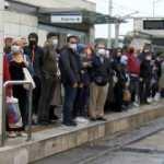 İstanbul'da iş çıkışı toplu taşıma araçlarında yoğunluk