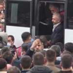 Yeraltı dünyasından Sedat Şahin cezaevi aracı ile kardeşinin cenazesine katıldı