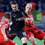 E.Frankfurt, Antwerp'i 1 golle geçti!