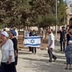 Mescid-i Aksa'ya baskın düzenleyip İsrail bayrağı açtılar