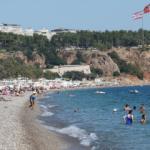 Antalya'da yaz bitmiyor: Ekimde deniz keyfi