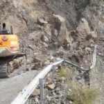 Artvin'de heyelan nedeniyle köy yolu kapandı